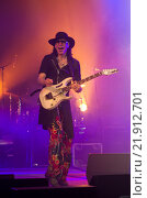 Американский гитарист-виртуоз Стив Вай на концерте в г. Барнаул 12.04.2014. Редакционное фото, фотограф Антон Ильяшенко / Фотобанк Лори
