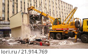 Купить «Снос торгового центра Пирамида на Пушкинской площади», видеоролик № 21914769, снято 22 февраля 2016 г. (c) Виктор Тараканов / Фотобанк Лори