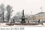 Купить «Фонтан Хавис Аманда (Havis Amanda) на Рыночной площади в снегопад и вьюгу. Хельсинки, Финляндия», фото № 21921505, снято 9 января 2016 г. (c) Валерия Попова / Фотобанк Лори