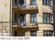 Купить «Балкон на старом здании. Санкт-Петербург», фото № 21922985, снято 1 мая 2013 г. (c) Екатерина Брудная-Челядинова / Фотобанк Лори