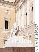 Купить «Скульптура льва. Русский музей. Санкт-Петербург», фото № 21930037, снято 17 февраля 2016 г. (c) Сергей Пинаев / Фотобанк Лори