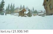 Купить «Деревянная церковь на горнолыжном курорте», видеоролик № 21930141, снято 25 февраля 2016 г. (c) Потийко Сергей / Фотобанк Лори