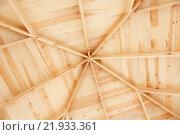 Купить «Геометрический рисунок деревянного потолка террасы», фото № 21933361, снято 21 февраля 2016 г. (c) Иван Карпов / Фотобанк Лори