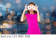 Купить «happy woman or teen girl looking through donuts», фото № 21941105, снято 31 октября 2015 г. (c) Syda Productions / Фотобанк Лори