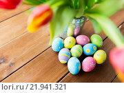 Купить «close up of easter eggs and flowers in bucket», фото № 21941321, снято 28 января 2016 г. (c) Syda Productions / Фотобанк Лори