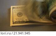 Купить «Пачка купюр номиналом сто долларов на сером фоне», видеоролик № 21941945, снято 26 февраля 2016 г. (c) Яна Королёва / Фотобанк Лори