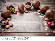 Купить «Chocolate easter eggs and sweets on wooden background», фото № 21958241, снято 19 января 2018 г. (c) PantherMedia / Фотобанк Лори