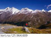 Турист в швейцарских Альпах (2014 год). Редакционное фото, фотограф Людмила Герасимова / Фотобанк Лори
