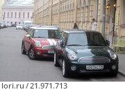 Автомобили на парковке (2015 год). Редакционное фото, фотограф Павел Чайкин / Фотобанк Лори