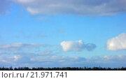 Купить «Движущиеся облака (Time Lapse)», видеоролик № 21971741, снято 27 февраля 2016 г. (c) Алексей Ларионов / Фотобанк Лори