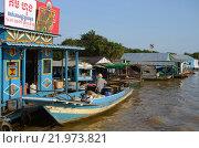 Магазин в плавучей деревне вьетнамцев на озере Тонлесап в Камбоджи (2012 год). Редакционное фото, фотограф Токсаров Владимир Андреевич / Фотобанк Лори