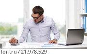 Купить «busy businessman with laptop and papers in office», видеоролик № 21978529, снято 9 июля 2015 г. (c) Syda Productions / Фотобанк Лори