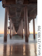 Купить «Huntington Beach Pier sunset», фото № 21989709, снято 16 июля 2019 г. (c) easy Fotostock / Фотобанк Лори