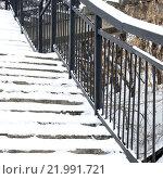 Лестница и перила крупно. Стоковое фото, фотограф Роман Червов / Фотобанк Лори