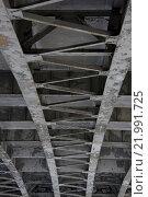 Вид на мост снизу. Стоковое фото, фотограф Роман Червов / Фотобанк Лори