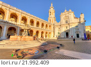 Купить «Italy, Marche, Loreto, Madonna square, Santa Casa sanctuary», фото № 21992409, снято 31 октября 2015 г. (c) age Fotostock / Фотобанк Лори