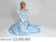Купить «Сказочная принцесса. Портрет счастливой женщиной в короне», фото № 22000065, снято 20 января 2016 г. (c) Александр Лычагин / Фотобанк Лори