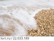 Красивые морские волны на галечном пляже. Стоковое фото, фотограф Екатерина Голубкова / Фотобанк Лори