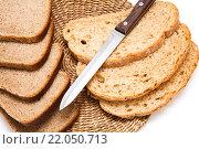 Нарезанный хлеб с ножом. Стоковое фото, фотограф Александр Дубровский / Фотобанк Лори
