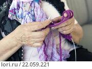 Купить «close-up of knitting hands», фото № 22059221, снято 22 августа 2019 г. (c) PantherMedia / Фотобанк Лори