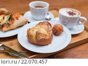 Купить «Аппетитная булочка с пончиком и два кофе», фото № 22070457, снято 4 февраля 2015 г. (c) Gagara / Фотобанк Лори