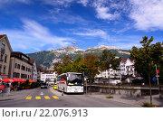 Туристические автобусы на улице Chur (2014 год). Редакционное фото, фотограф Людмила Герасимова / Фотобанк Лори