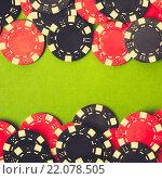 Купить «Красные и черные игральные фишки на зеленом сукне», фото № 22078505, снято 26 октября 2014 г. (c) Евдокимов Максим / Фотобанк Лори