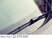 Купить «close up of windshield wiper and wet car glass», фото № 22079925, снято 28 марта 2015 г. (c) Syda Productions / Фотобанк Лори