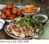 Купить «Национальные казахские блюда: бешбармак, салат из редьки Шалгам и на десерт Баурсак», фото № 22100149, снято 8 марта 2016 г. (c) Ален Лагута / Фотобанк Лори