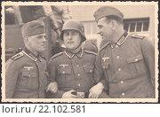 Купить «Групповой портрет немецких солдат. Старая фотография времён Второй мировой войны», иллюстрация № 22102581 (c) александр афанасьев / Фотобанк Лори