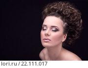 Гламурная девушка с закрытыми глазами , вечерний макияж, интересная прическа. Стоковое фото, фотограф Kryglov Maxim / Фотобанк Лори