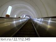 Купить «Эскалатор московского метро», фото № 22112345, снято 8 марта 2016 г. (c) Елена Коромыслова / Фотобанк Лори