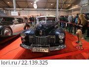 Купить «Автомобиль Cadillac Series 62 Convertible Coupe на выставочной экспозиции XXV Олдтаймер-Галереи И. Сорокина в Сокольниках, Москва», эксклюзивное фото № 22139325, снято 7 марта 2016 г. (c) Алексей Гусев / Фотобанк Лори