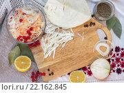 Натюрморт с солёной капустой в стеклянной чашке. Стоковое фото, фотограф Тамара Наянова / Фотобанк Лори
