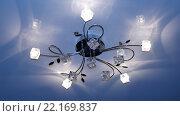 Купить «Люстра на натяжном потолке с голубой подсветкой», фото № 22169837, снято 13 марта 2016 г. (c) Руслан Гарифуллин / Фотобанк Лори