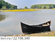 Купить «Рыбацкая лодка на реке Дунай», фото № 22198349, снято 7 мая 2012 г. (c) Iordache Magdalena / Фотобанк Лори