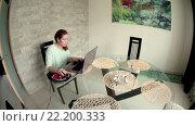 Купить «Сосредоточенная молодая женщина работает на ноутбуке в кухне за стеклянным столом», видеоролик № 22200333, снято 15 марта 2016 г. (c) Кекяляйнен Андрей / Фотобанк Лори