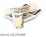 Купить «Деньги и калькулятор на белом фоне», фото № 22215669, снято 14 марта 2016 г. (c) Наталья Осипова / Фотобанк Лори