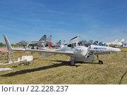 Купить «Международный авиационно-космический салон МАКС-2015. Австрийский двухмоторный самолет Diamond DA42 Twin Star», фото № 22228237, снято 24 августа 2015 г. (c) Игорь Долгов / Фотобанк Лори