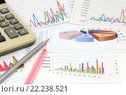 Купить «Калькулятор, графики, диаграммы, фломастер и карандаш. Бизнес-натюрморт», эксклюзивное фото № 22238521, снято 14 марта 2016 г. (c) Юрий Морозов / Фотобанк Лори