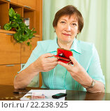 Купить «Unhappy senior woman with purse», фото № 22238925, снято 12 мая 2014 г. (c) Яков Филимонов / Фотобанк Лори