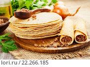 Купить «Блинчики с мясом на деревянном столе», фото № 22266185, снято 18 марта 2016 г. (c) Надежда Мишкова / Фотобанк Лори