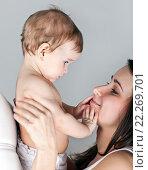 Купить «Мать с ребенком на руках», фото № 22269701, снято 7 марта 2013 г. (c) Элина Гаревская / Фотобанк Лори