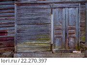 Крыльцо старинного деревянного дома в деревне. Стоковое фото, фотограф Алексей Лобанов / Фотобанк Лори