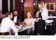 Купить «middle class people enjoying food», фото № 22270637, снято 27 мая 2019 г. (c) Яков Филимонов / Фотобанк Лори