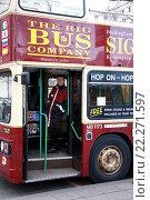 Экскурсионный автобус в Лондоне (2009 год). Редакционное фото, фотограф Валерия Паули / Фотобанк Лори