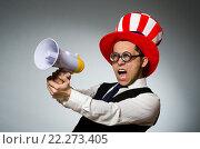Man with loudspeaker wearing american hat. Стоковое фото, фотограф Elnur / Фотобанк Лори
