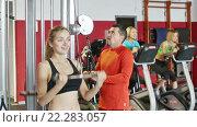 Купить «Active people weightlifting training in modern health club», видеоролик № 22283057, снято 6 декабря 2015 г. (c) Яков Филимонов / Фотобанк Лори