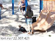 "Купить «Fergie takes her son to the park in Brentwood Featuring: Fergie, Stacy ""Fergie"" Ferguson, Stacy Ferguson Where: Los Angeles, California, United States When: 22 Oct 2015 Credit: WENN.com», фото № 22307421, снято 22 октября 2015 г. (c) age Fotostock / Фотобанк Лори"