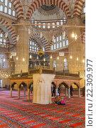 Interior of Selimiye Mosque, Edirne, Edirne Province, Turkey. (2015 год). Редакционное фото, фотограф Ivan Vdovin / age Fotostock / Фотобанк Лори